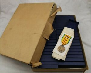 NOS IN BOX LOT 40 1968 US VIETNAM WAR SERVICE MEDAL W/ RIBBON BAR