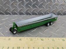 1/64 ertl green & silver bunk cattle feeder wagon farm toy standi toys plastic