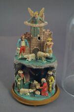 Grulich, Krippe mit 12 Figuren im Glassturz  (# 11610)