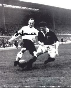 HAND SIGNED Ivor Broadis 8 x 10 photo Sunderland