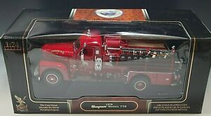 ROAD SIGNATURE 1958 SEAGRAVE MODEL 750 SOMERS FIRE TRUCK ENGINE 1/24 SCALE MIB