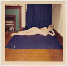 BIG HAIR BLONDE HOUSEWIFE WOMAN LYING NUDE w BACKDROP vtg 60's COLOR photo #1