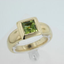 18k yellow gold ring With Square Cut Peridot