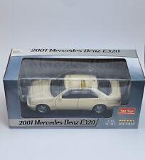 """Sun Star 1160 clásicos mercedes benz e 320 """"taxi"""" sedán, OVP, 1:18, k014"""