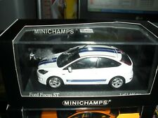 1/43 - ford focus ST 2009 - bleu et blanc - minichamps