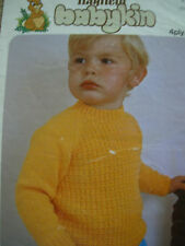VINTAGE HAYFIELD  KNITTING PATTERN BABIES SWEATER 4 PLY DK 20 - 26 in