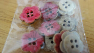 10 red flower BUTTONS FOR SEWING, KNITTING, CARD-MAKING OR CRAFTS (29)