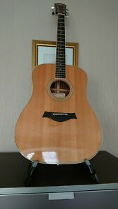 TAYLOR USA MADE ACOUSTIC GUITAR