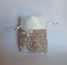 Bomboniera Sacchetto tessuto Bianco e tortora con ricami fiore art C1702