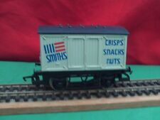 """HORNBY R.725 """"SMITHS CRISPS,SNACKS,NUTS"""" CLOSED VAN NEW UN-BOXED"""