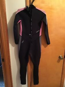 Bare Velocity Women's Full Wetsuit 3/2 size 12