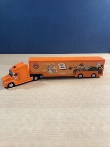 Action Diecast 1/64 2002 Dale Earnhardt Jr Looney Tunes Trailer Rig Truck Hauler