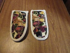 WINE AND GRAPES HOT HANDLE MITTS/HOLDER, SET OF 2