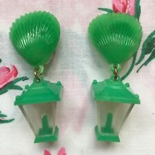 Vintage 50's/60's kitsch novelty plastic lantern & shell clip on earrings, green