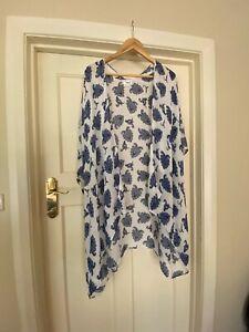 Seed blue and white paisley free size Kimono