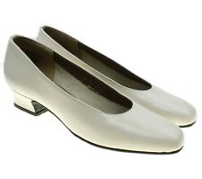VTG MAGDESIANS Ivory Leather Pumps Heels Shoes Size 7 N USA Low Heel