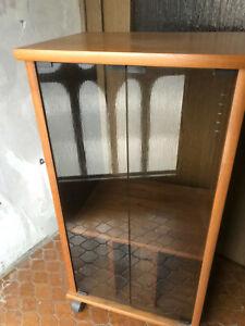 Phono Schrank Hifi Rack aus Holz mit getöhnter Frontscheibe