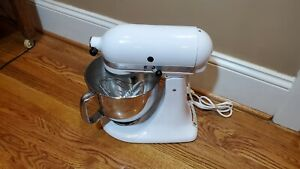 WHITE KITCHEN AID ULTRA POWER KSM90WH STAND MIXER WITH ATTACHMENTS & Bowl