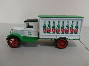 1995 7UP Delivery Truck Ertl Die-Cast Metal Bank 1931 Hawkeye 1/34 Scale