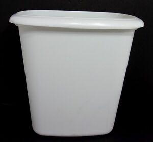 VTG Rubbermaid White All Purpose Wastebasket Trash Can 6 Qt 5.7 liter #2953 USA