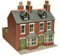 Metcalfe Terraced Houses In Red Brick OO Gauge Card Kit PO261