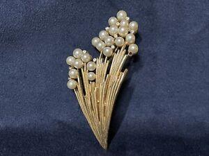 Vintage Trifari Gold Tone Pin with Pearls