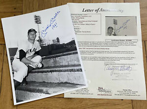 + Mickey Mantle 1961 Sitting on Dugout Signed Auto Autograph 8x10 Photo JSA