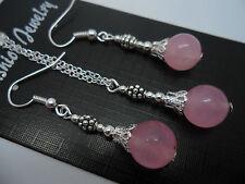 Un precioso color rosa Jade collar y pendiente conjunto. Nuevo.