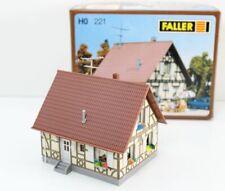 Faller H0 221 Einfamilienhaus mit Fachwerk gebaut