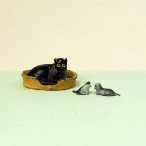 Vintage Lead CAT + TWO KITTENS in BASKET c.1950 by Barrett & Sons - Britains Era