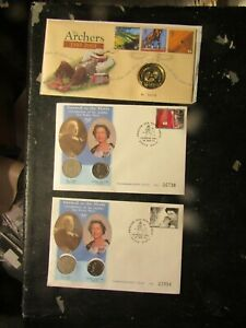 32 COIN COVERS   with £5 COIN/ MEDALLIONS etc IN FINE CONDITION UK FREEPOST