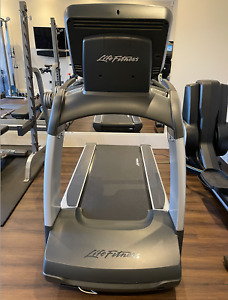 Life Fitness - 95T Discover SE Treadmill - Good condition - Used in Home Gym