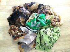 Lot 5 Foulards vintage sans marque 5 Schals ohne Fleck 5 scarves without mark