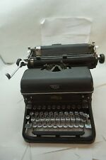 VINTAGE ROYAL TYPEWRITER MAGIC MARGIN KMM 1940s BLACK KEYS OFFICE TOUCH CONTROL