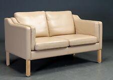 Danese divano a 2 posti rivestito in pelle di colore chiaro
