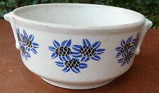 Antigua pequeña sopera de cerámica de St Uze con decoración de flor