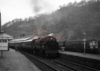 PHOTO  BR LOCO 80061 AT CALLENDER RAILWAY STATION ON 30TH MARCH 1964