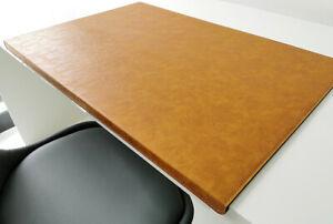 PM Gewinkelte Schreibtischunterlage in Lora Leder 60 x 38 Senft Braun