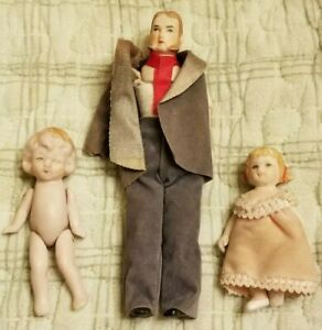 LOT OF 3 VINTAGE MINIATURE CERAMIC DOLLS FOR REPAIR OR PARTS ONLY NO RETURN