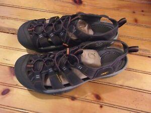 Keen Newport H2 Gray & Rust Hiking Sandals Men's Size 17