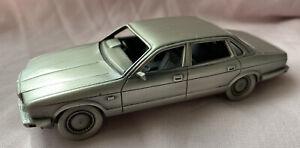 Danbury Mint  Pewter Jaguar 1986 XJ 6 ( XJ 40  )