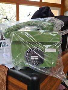 Altes Wandtelefon mit Wählscheibe neu