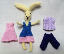 Bunny & Outfit Set Knitting Pattern: piccolo (12.5 cm compresa la lunghezza delle orecchie)