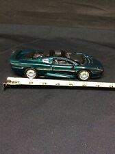 Welly 1/24 Scale Model Car   - Jaguar XJ220 - Metallic Green #9377 No box