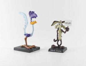 Looney Tunes Bugs Bunny === Road Runner + Coyote 2 x Figur auf schwarzem Sockel