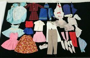 Lot de vêtements vintage pour poupée Barbie 44 pièces