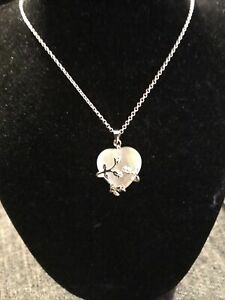 Smokey White Heart Cuddled With Roses Pendant 21 Inch Silver Chain