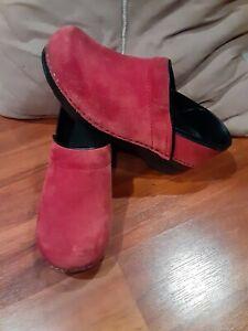 Womens euc Dansko Maroon wine Suede Clogs Size 38, 7.5-8
