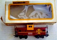 BACHMANN HO SCALE NUMBER 1057 ELECTRIC TRAIN WIDE VISION CABOOSE SANTA FE W BOX