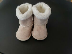 Carters Baby Moccasin / Winter Boots 👢 Shoes Size 0-3 Months Tan - Faux Fur
